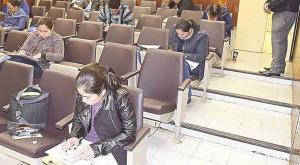 Aplicarán exámenes para certificar a médicos locales