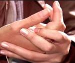 Tronarse los dedos: Perjudicial para la salud
