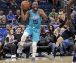 Monk anota 26 en paliza de Hornets sobre Magic