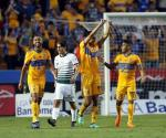 Toman Tigres ventaja en el Uni; vencen 2-0 a Santos