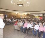 Estudiantes participan en foro de orientación vocacional