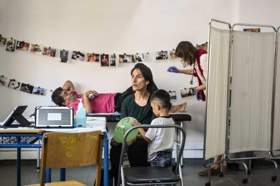 El Centro Jafra es uno de las decenas de centros que dan asistencia y ayuda a los refugiados en Atenas. Forman una enorme red de socieda civil que sustituye a las enormes carencias que el Ayuntamiento de Atenas y del gobierno griego. ANGEL LOPEZ SOTO