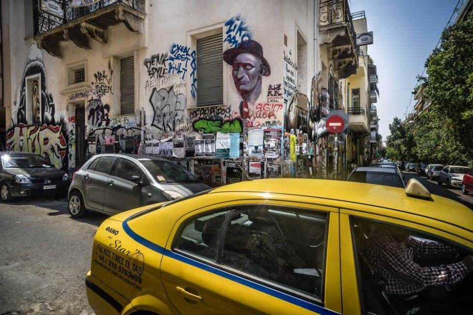 Imagen del barrio de Exarchia, en el centro de Atenas, donde grupos anarquistas gestionan el barrio y dan cobijo a refugiados en edificios ocupados llamados squats. ANGEL LOPEZ SOTO