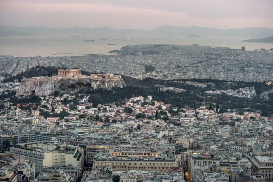 Vista panorámica de Atenas. La ciudad, de casi 4 millones de habitantes, es el destino preferido por los miles de refugiados que viven y siguen llegando a Grecia. ANGEL LOPEZ SOTO