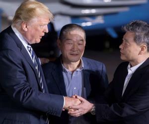 La bienvenida de Trump a los 3 liberados por Norcorea
