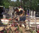 Gran afluencia en cementerios. Madres: nunca se olvidan, siempre estarán presentes