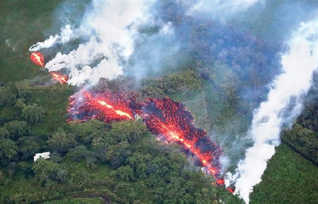 Más evacuaciones por otra fisura volcánica