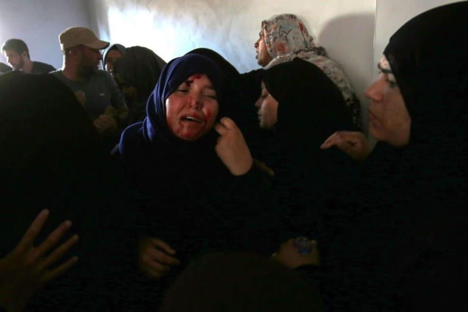Le hermana de Mahmoud Abu Taima, quién fue asesinada durante las protestas en la frontera con Israel, el 14 de mayo de 2018. SAID KHATIB AFP