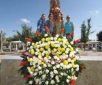 Social de Damas realiza ofrenda floral