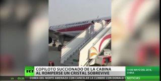 Sobrevive un copiloto que casi es succionado por la ventanilla del avión