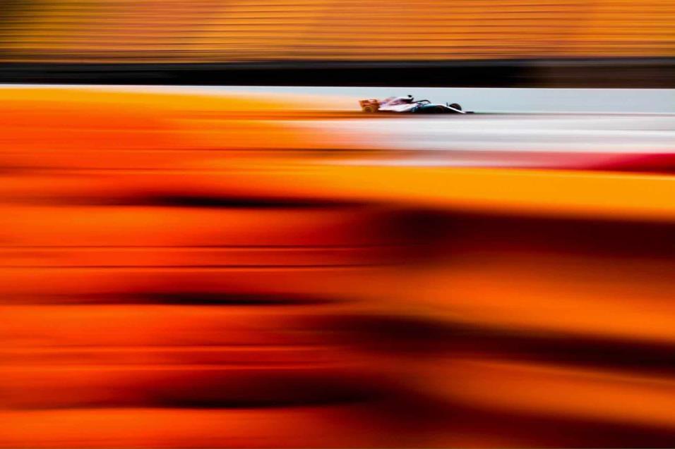 Valtteri Bottas de Mercedes compite durante el segundo día en Montmeló (España). DAVID RAMOS GETTY IMAGES