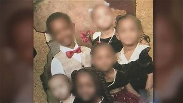Ponen en custodia a una docena de menores que eran torturados por sus padres