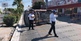 Conductor las choca y vuelca en bulevar Morelos, en Reynosa