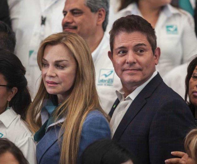 Prohiben a Ernesto Laguardia ser conductor y candidato a la vez