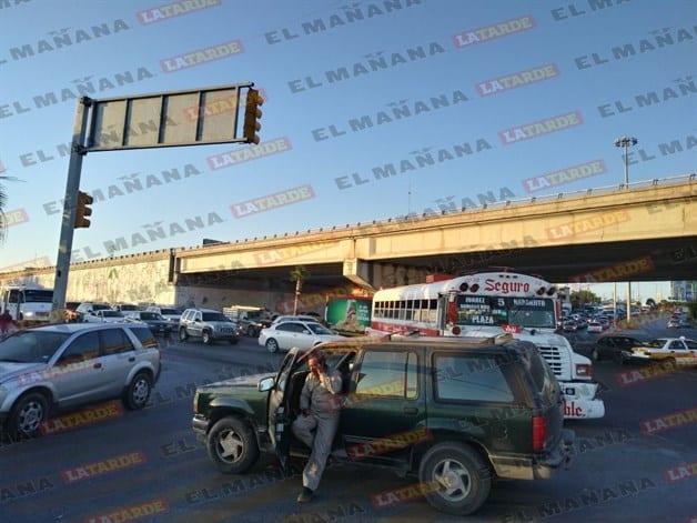 Percance en vía a Río Bravo atora el tránsito vehicular