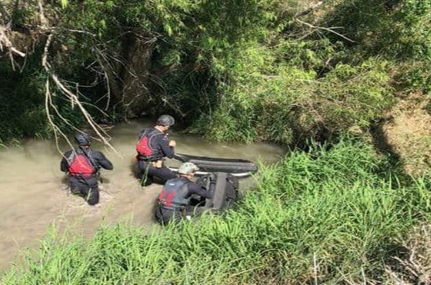 ¡Rescate de película! Sobreviven 7 ilegales en alcantarilla