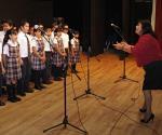 Forman grupos de coro en escuelas primarias