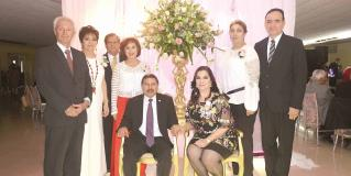 Las festejan con obra y mariachi
