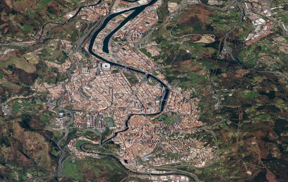 Bilbao (España)En la foto de la capital vasca se aprecia el avance de la Ría de Bilbao, que divide la ciudad en dos. También destaca el estadio del Athletic de Bilbao, San Mamés. Foto tomada el 13 de marzo de 2018
