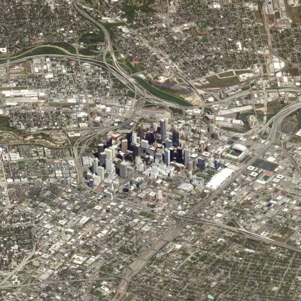 Houston (Estados Unidos)Houston es la cuarta ciudad más grande Estados Unidos y la más poblada de Texas. En la imagen se pueden ver los rascacielos situados en el centro de la ciudad, rodeados de autopistas y barrios residenciales. Foto tomada el 14 d