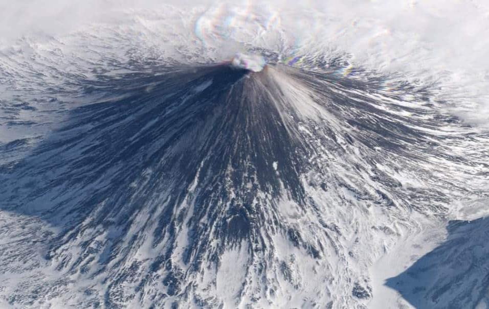 Volcán Klyuchevskaya (Rusia)La península de Kamchatka es el territorio ruso que entra en el Pacífico, justo al norte de Japón con las islas Kuriles de por medio. En esa península inóspita está el volcán Kliuchevskoi, de 4.830 metros de altitud. Foto tom