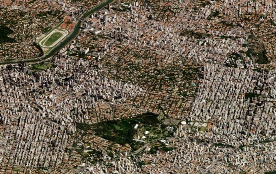 São Paulo (Brasil)En esta fotografía de São Paulo se ven los barrios residenciales que rodean el Parque Ibirapuera, la zona natural en la parte inferior de la imagen. En la esquina superior izquierda está el río Pinheiros. Foto tomada el 12 de marzo d