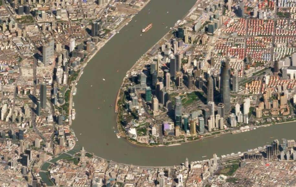 Sanghái (China)El distrito de Pudong es la zona más cosmopolita de esta gran ciudad china. Ahí se encuentran los rascacielos, cerca del río. La torre más alta de la ciudad es la situada más a la derecha, la Torre de Sanghái (632 metros). Foto tomada el