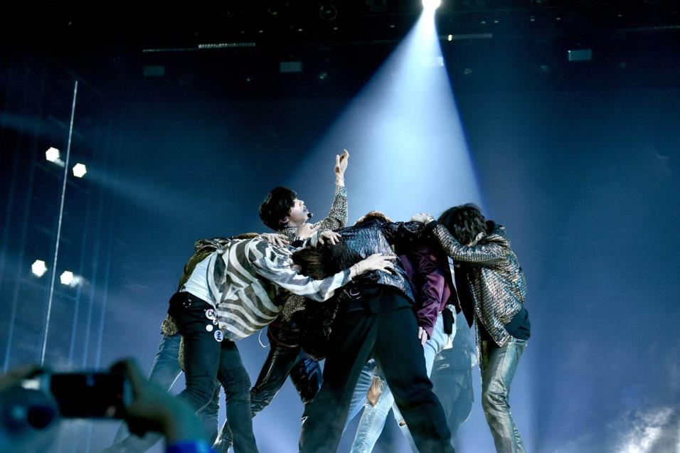 BTS interpretó Fake Love en la ceremonia de los Billboard 2018. JOHN SHEARER WIREIMAGE