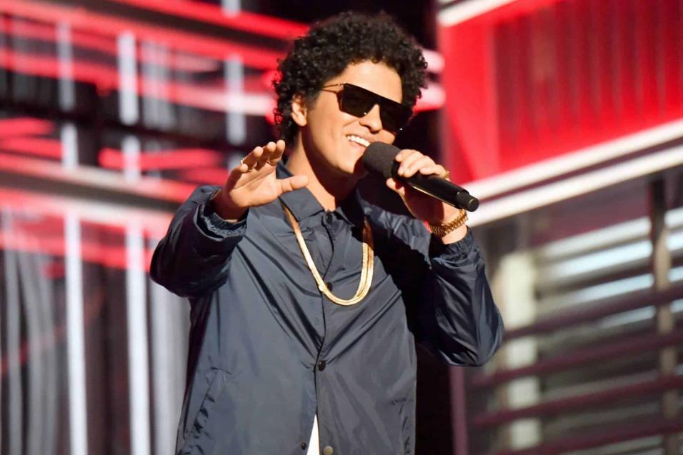 Bruno Mars, ganador del premio Top artista masculino. JEFF KRAVITZ FILMMAGIC