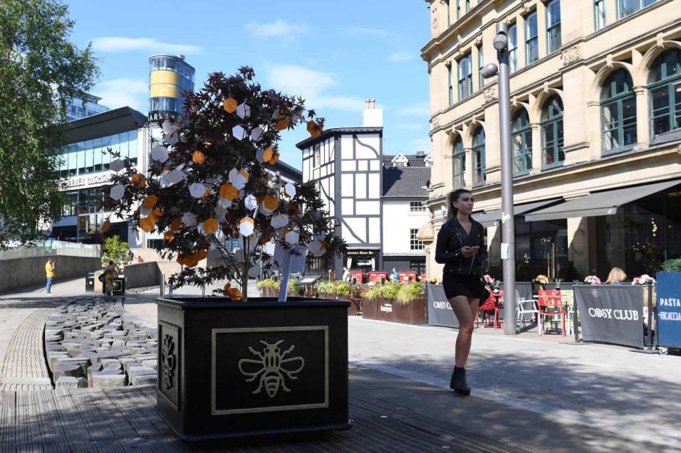 Vista del árbol de la esperanza, memorial en recuerdo a las víctimas del atentado de Manchester del pasado 22 de mayo de 2017 tras un concierto de Ariana Grande en el Manchester Arena. PAUL ELLIS AFP