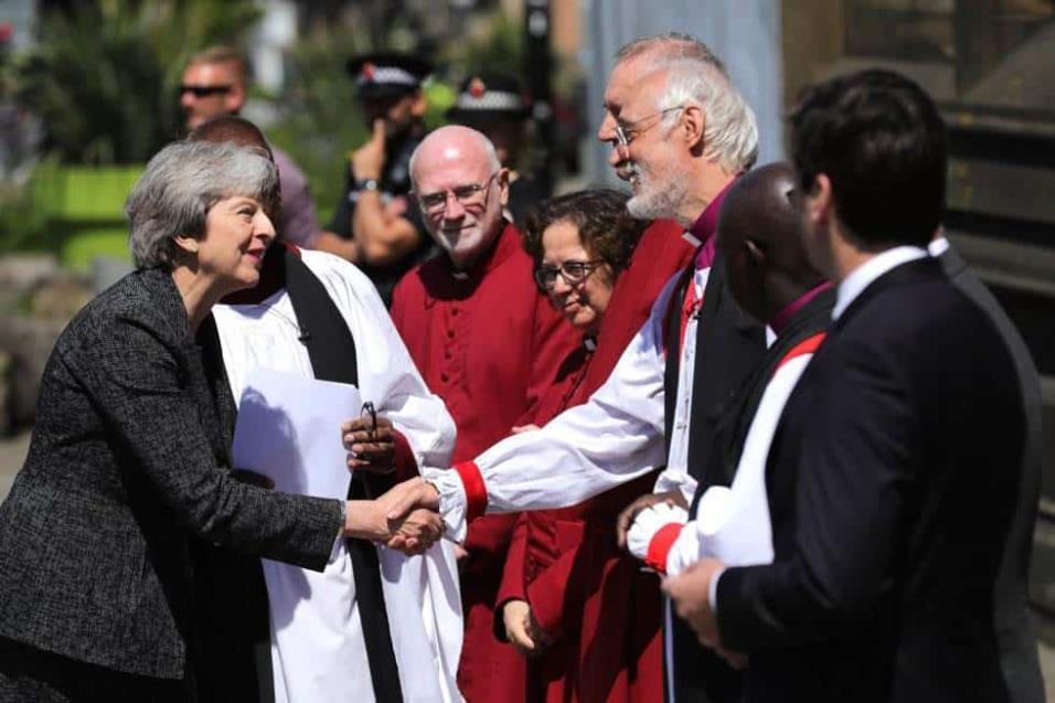 La primera ministra Theresa May en su llegada al memorial convocado en la Catedral de Manchester. CHRISTOPHER FURLONG GETTY IMAGES