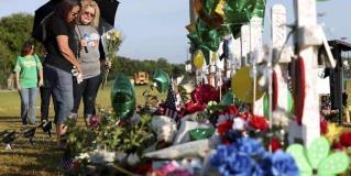 Recuerdan a asesinados en escuela de Texas