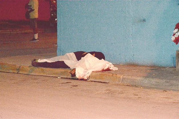 Convulsionan tiroteos: 3 muertos