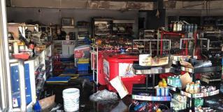 Queman tienda de conveniencia