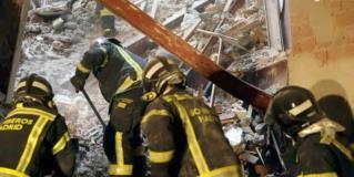 La búsqueda de los dos obreros desaparecidos en el derrumbe de un edificio en Madrid