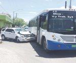 Choca en estado de ebriedad contra un autobús Nuevo Laredo