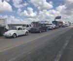 Demandan aplazar veda. Bloquean pescadores tramo carretero federal