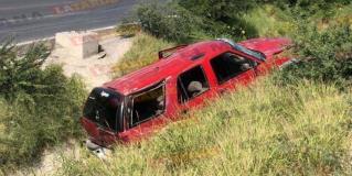 Vuelcan madre e hijo en libramiento Río Bravo-Monterrey