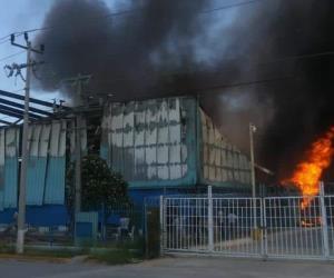 GALERÍA | Incendio en maquiladora del Parque Colonial