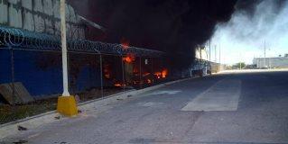 Se registra incendio en maquiladora de papel, en el Parque Colonial