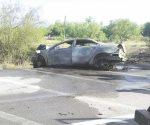 Queda grave militar tras impactar auto. Acuden soldados del retén para apoyarlo