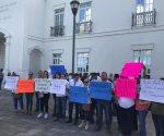 Apoyan profesores a director detenido