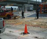 Reynosa: Tráiler tira aceite y obliga al cierre de avenida