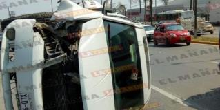Volcadura de vehículo sedán deja una persona lesionada, en Altamira