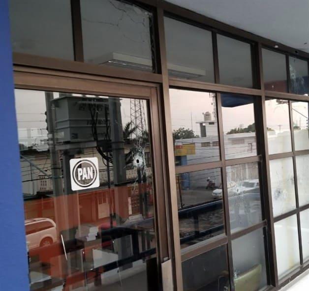 Balean oficinas del PAN. Atentado en la capital