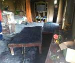 Voraz incendio arrasa vivienda. Queda familia sin mobiliario