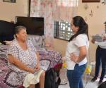 Visita el Sector Salud a personas vulnerables