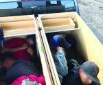 Hallan 6 ilegales en 2 gabinetes de madera
