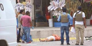 Mueren dos inocentes en tiroteo y persecución