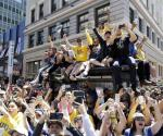 Celebran Warriors título de NBA con desfile